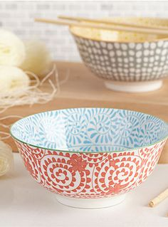 Danica at Simons Maison Mix of patterns and very trendy contrasting graphic colours Practical size, perfect for comforting soups this fall
