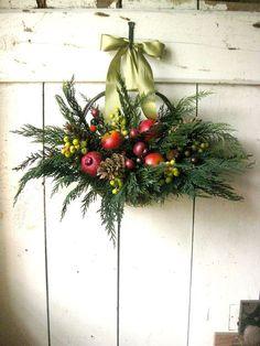 Colonial Christmas basket.