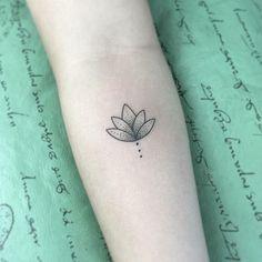"""2,007 curtidas, 11 comentários - Tassio Bacelar (@tassiobacelar) no Instagram: """"Florzinha de lotus! Valeu a confiança #Art #arte #ink #inked #tattoo #tatuagem #tatuagemfeminina…"""""""