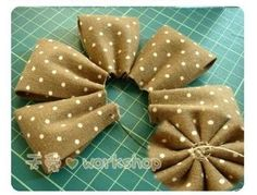 This weekend is a busy one with the Christmas Makes Day and a Christmas wreath craft party.🌧 If you fancy giving Denim Flowers, Cloth Flowers, Fabric Roses, Fabric Ribbon, Felt Flowers, Wreath Crafts, Ribbon Crafts, Flower Crafts, Fabric Crafts