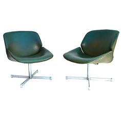 A pair of 1960 artifort chair by GEOFFREY HARCOURT | From a unique collection of antique and modern swivel chairs at https://www.1stdibs.com/furniture/seating/swivel-chairs/