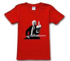 Trička s Putinem. Vyber si to nejlepší tričko pro sebe! Tričko s podobiznou ruského prezidenta Vladimíra Putina se stalo v Rusku a proruských zemích bývalého Sovětského svazu hitem letošní sezony. Tričko s Putinem trhá prodejní rekordy. A v ruských ulicích to podle toho také vypadá. Tamní Putinovi obdivovatelé ze sebe veřejně strhávají značková trička od amerických a evropských módních značek, jakožto odporné symboly nenáviděného Západu, a se stejným důrazem na symboliku se oblékají do ...