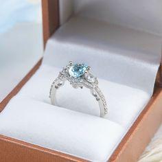 Nhẫn Đá quý thiên nhiên Swiss Blue Topaz oval chế tác bằng Bạc cao cấp của AME Jewellery, trang sức nữ thiết kế kiểu three stone style sang trọng. Natural Oval cut Swiss Blue Topaz Ring in Sterling Silver. Three stone Gemstone Ring for Women.