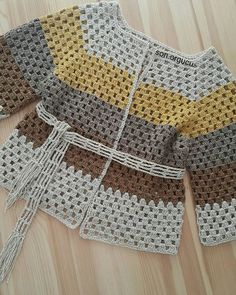 Der neue I prepared it with silvery ropes mat It looks bright in daytime and mat . Crochet Shrug Pattern, Crochet Cardigan Pattern, Crochet Jacket, Crochet Blouse, Crochet Patterns, Pull Crochet, All Free Crochet, Crochet Granny, Knit Crochet