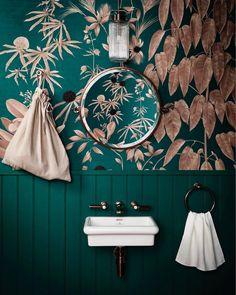 42 Super ideas for bathroom wallpaper green benjamin moore Tropical Bathroom, Boho Bathroom, Bathroom Pink, Neutral Bathroom, Mirror Bathroom, Bathroom Towels, Bedroom Paint Colors, Bathroom Colors, Wall Colors