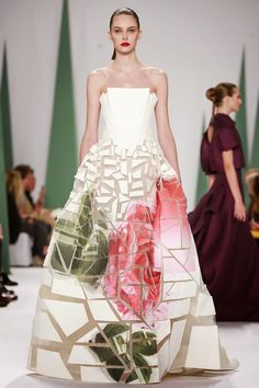 Carolina Herrera Ready-to-Wear Spring/Summer This looks like Haute Couture Fashion Week, Love Fashion, High Fashion, Fashion Show, Fashion Design, Carolina Herrera, Couture Fashion, Runway Fashion, Paris Fashion