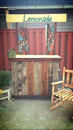 Dyi lemonade stand out of pallets