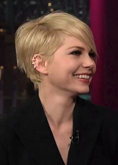 2014 Michelle Williams' Short Hairstyles: Pixie Haircut with Side Bangs.would love to do this to my hair. If I do, hair is gonnnnnne! Cute Hairstyles For Short Hair, Hairstyles Haircuts, Pretty Hairstyles, Short Hair Cuts, Straight Hairstyles, Short Hair Styles, Haircut Short, Pixie Haircuts, Beyonce Hairstyles