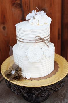 White cake with burlap. So pretty!