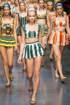 See the complete Dolce & Gabbana Spring 2013 Ready-to-Wear collection.