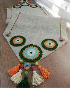 Crochet Birds, Crochet Mandala, Crochet Tablecloth, Crochet Doilies, Button Hole Stitch, Rainbow Waffles, Homemade Tables, Crochet Home Decor, Sunflower Tattoo Design