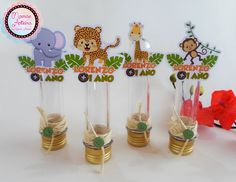 Tubete personalizado em relevo.  Medida 13cm    OBS: As cores das tampas dos tubetes podem variar de acordo com a quantidade disponível no estoque. R$ 3,50 Safari Birthday Cakes, Monkey Birthday, Jungle Party, Safari Party, Boy Baby Shower Themes, Baby Boy Shower, Diy Party Needs, First Birthday Parties, First Birthdays