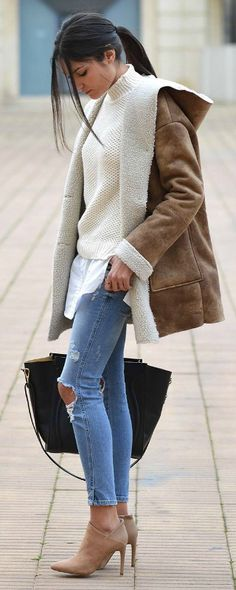 Federica L. + the shearling distressed jeans trend +chic winter aesthetic +nude heels + black leather bag Coat: Mango, Jeans: Zara, Boots: Espirit, Bag: The Archiduchess Nude Boots, Zara Boots, Nude Heels, Urban Fashion, Womens Fashion, Fashion Edgy, Jeans Fashion, Fashion Trends, Chic Winter Outfits