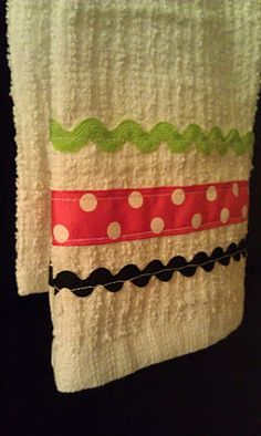 ric rack and ribbon towel http://whitelightsonwednesday.blogspot.com/2012/01/ric-rac-towels-and-mindy-maes-market.html