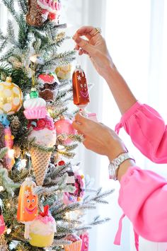 Christmas by Maria Barros Homemy kind of christmas ...pink and frosted tree