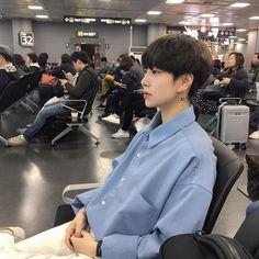 The definition was eaten by a dinosaur. Hot Korean Guys, Korean Boys Ulzzang, Cute Korean Boys, Korean Couple, Ulzzang Couple, Ulzzang Boy, Korean Men, Asian Boys, Asian Men