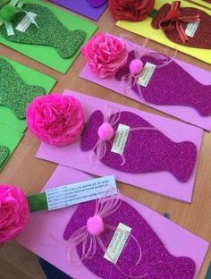 Easy Valentines Crafts for Kids to Make - Paper Flower Bouquet Kids Crafts, Mothers Day Crafts For Kids, Mothers Day Cards, Craft Stick Crafts, Preschool Crafts, Diy And Crafts, Paper Crafts, Valentine Crafts For Kids, Valentines