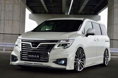Nissan Elgrand E52 - GIALLA Nissan Elgrand, Nissan Infiniti, Nissan Quest, Vanz, Japan Cars, Minivan, Bookcases, Motor Car, Custom Cars