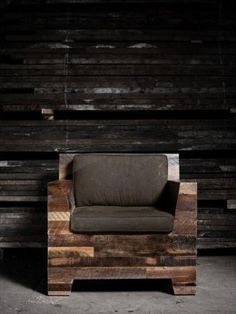 If you are thinking of DIY pallet chair which is comfortable for sitting, then we are here today for making your life easy with our ideas. These all pallet chair designs are creative and unique which is the demand of this hectic life. Pallet Furniture Plans, Furniture Projects, Furniture Making, Wood Furniture, Furniture Design, Pallet Sofa, Pallet Chairs, Outdoor Furniture, Furniture Stores