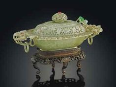 A MUGHAL-STYLE INSET JADEITE BOWL AND COVER 19TH CENTURY