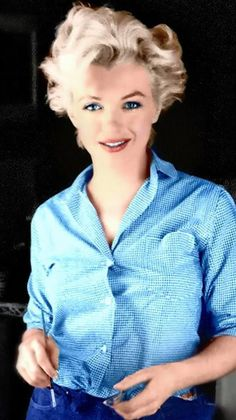 Marilyn Monroe, beautiful color photo of her Marilyn Monroe Stil, Marilyn Monroe Photos, Divas, Tv Movie, Actrices Hollywood, Norma Jeane, Brigitte Bardot, Vintage Photography, Color Photography