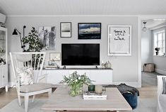 Johanna Bradford säljer sitt charmiga hus – kika in! Bohemian Interior Design, Beautiful Interior Design, Tv Decor, Elle Decor, Home Decor Paintings, Living Room Tv, Cool Rooms, Simple House, Living Room Designs