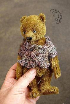 Keeper Miniature 16 cm Mohair Artist Teddy Bear from Aerlinn