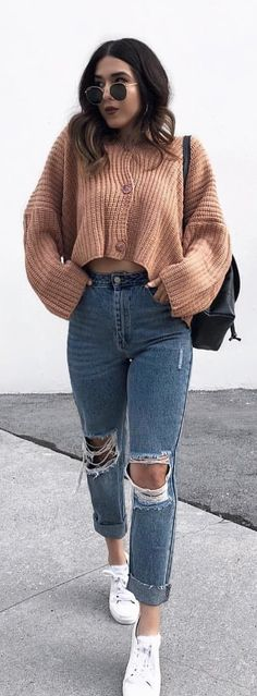 #spring #outfits woman wearing brown button-up sweater. Pic by @rubilove