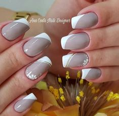 19 Ideas manicure sencillo y elegante French Nail Designs, Gel Nail Designs, Cute Nails, Pretty Nails, Subtle Nail Art, Nagellack Design, Short Square Nails, Nagel Gel, Fabulous Nails