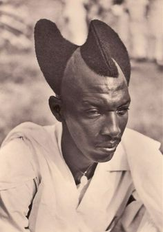 Amasunzu – The Traditional Rwandan Hairstyle: The Most Unique and Creative Hairstyle from the 1920  http://feedproxy.google.com/~r/vintageeveryday/~3/FPJdh8WXvqU/amasunzu-traditional-rwandan-hairstyle.html