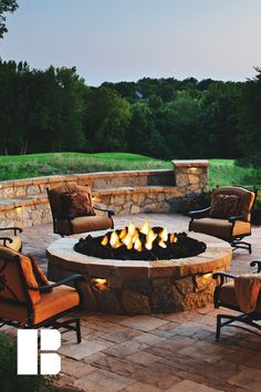 This looks like the perfect spot for a party, stock up on the firewood & invite . This looks like Small Backyard Patio, Fire Pit Backyard, Diy Patio, Backyard Seating, Modern Backyard, Backyard Landscaping, Backyard Ideas, Garden Ideas, Faux Stone Fireplaces