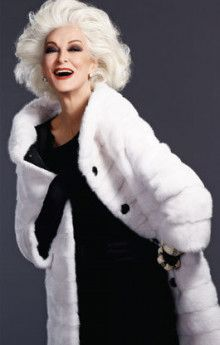 She is 80 years old right now. Carmen Dell Orefice is the oldest model in the world modeling for the last 66 years, placing herself in the Guinness Book of . Carmen Dell'orefice, Top Models, Daphne Selfe, Bcbg, Advanced Style, Ageless Beauty, Sport Chic, Fashion Moda, White Hair