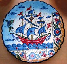 Tile Art, Tiles, Turkish Art, Pottery Painting, Ceramic Plates, Tile Design, Islamic Art, Stoneware, Kids Rugs