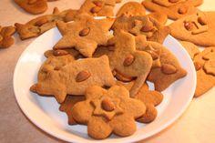 Decorating gingerbread.