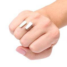 Ring REMEMBER in zilver en 14 karaat witgoud. Handgemaakt. The Jewelry Story | Atelier Jan Kerkstra en Marion Pannekoek