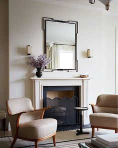 Designer Alyssa Kapito channels her art-history background to deliver a space marked by alchemic color combinations and harmonic silhouettes Architectural Digest, Upper West Side Apartment, Old Apartments, Oak Panels, Oval Table, Fireplace Mantels, Fireplaces, Fireplace Design, Fireplace Surrounds