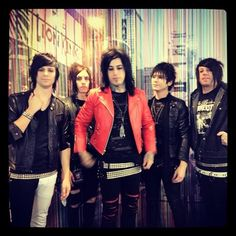 Falling In Reverse. lol Ryan you look like a majestic giraffe.