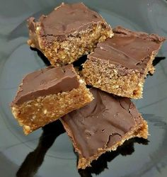 Healthy Snacks 556616835185296059 - Read our delicious recipe for Healthy Chocolate Weetbix Slice, a recipe from The Healthy Mummy, which is a safe way to lose weight after having a baby. Healthy Mummy Recipes, Healthy Sweets, Healthy Dessert Recipes, Healthy Baking, Sweet Recipes, Healthy Food, Healthy Donuts, Simple Recipes, Amazing Recipes