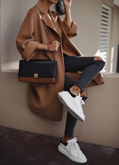 epingles-de-its-all-about-fashion-a-its-all-about-street-style-cool/ - The world's most private search engine Trend Fashion, Look Fashion, Womens Fashion, Fashion Weeks, Paris Fashion, Fashion Tips, Mode Outfits, Winter Outfits, Christmas Outfits