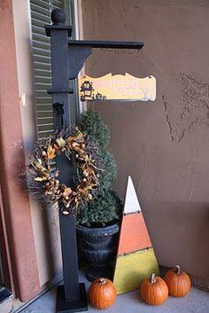 porch hanger Halloween Porch, Holidays Halloween, Halloween Crafts, Halloween Decorations, Outdoor Halloween, Fall Decorations, Wood Crafts, Diy Crafts, Spindle Crafts