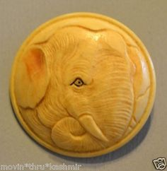 ANTIQUE ELEPHANT HEAD HAND CARVED PAINTED BONE BUTTON DETAILED ZOO ANIMAL 1-1/8