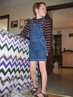 School for Sandals: Photo Tomboy Outfits, Tween Boy Fashion, Boys Wedding Suits, Boyish Girl, Denim Dungarees, Overalls, Feminized Boys, Kids Photography Boys, Young Cute Boys
