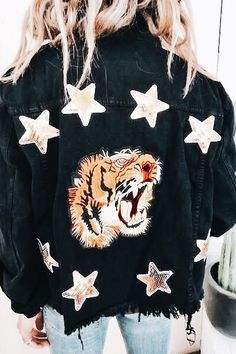 Tiger Embroidered Jacket from ascot hart Mode Style, Style Me, Fashion Week, Womens Fashion, Fashion Trends, Fashion Mode, Fall Outfits, Cute Outfits, Dress Outfits
