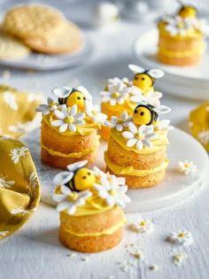 Mini Cakes, Cupcake Cakes, Bee Cakes, Cute Baking, Mini Sandwiches, Sandwich Cake, Cute Desserts, Pretty Cakes, Let Them Eat Cake