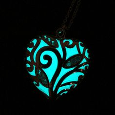 Magical glowing heart necklace – Irish Eloquence