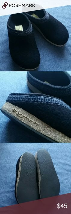 Stegmann Clogs Size 6.5 Black w Blue Trim Great clogs, felted, comfortable, clean, gently worn, I wish these fit but too small. I wear a 37 in birkenstocks and these are just a half size too small. Problem is, there is no size label on these. I am safe to say these are a 6.5. Once you put these on, you won't want to wear anything else. You may even convince yourself that they look just fine with that gown, lol. One shoe opening is slightly larger but not much noticeable when wearing…