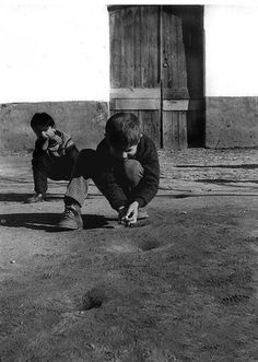 Game of marbles, Vila de Frades - 1972 // Old Portugal - José Mendonça