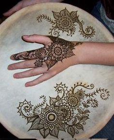 beautiful :) i love Henna patterns