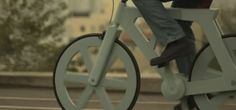 Israeli entrepreneur Izhar Gafni has built a working bicycle entirely out of recycled cardboard for a production cost of less than USD Cardboard Packaging, Cool Technology, Consumer Products, Color Stories, Worlds Of Fun, Bike Life, Cool Things To Buy, Cool Designs, Recycling
