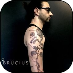 #BRÜCIUS #TATTOO #EUROPE #tour #SanFrancisco #brucius #natural #science #engraving #etching #sculptoroflines #dotwork #blackwork #penandink #lines #nature #Italy #PURO #Milan #chrysanthemum #flower #tattooartist #friend